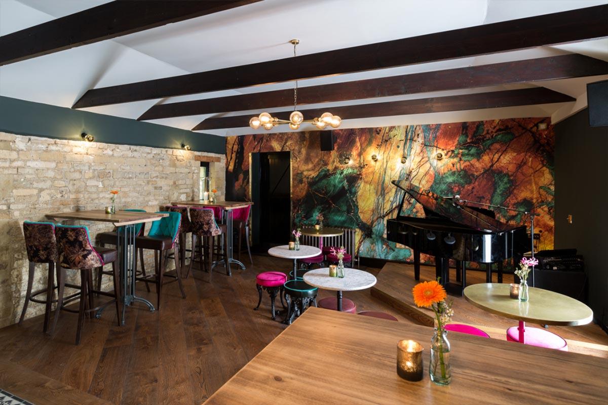 Téatro Bar & Restaurant Cirencester Decor