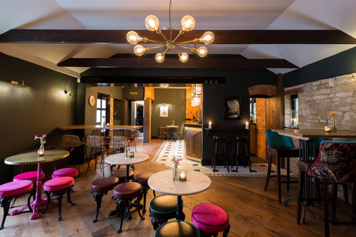 Téatro Bar & Restaurant Cirencester Mulit Globe Fitting